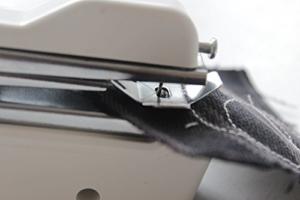 Itian Bewegliche Drahtlose Handnähmaschine, Schnellstichwerkzeug für Stoff, Kleidung - 5